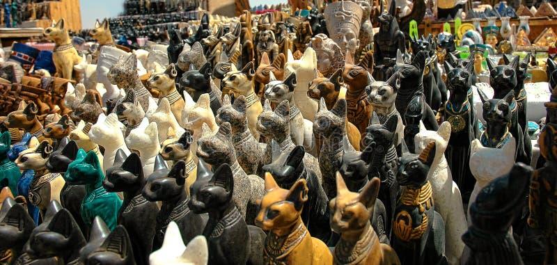 女神Bastet的猫雕象 免版税库存图片