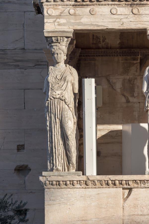 女象柱的门廊在Erechtheion的在雅典卫城,希腊的北边一个古希腊寺庙 免版税库存照片