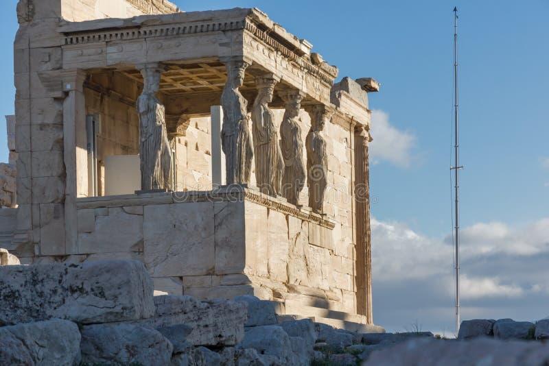 女象柱的门廊在Erechtheion的在雅典卫城,希腊的北边一个古希腊寺庙 库存图片
