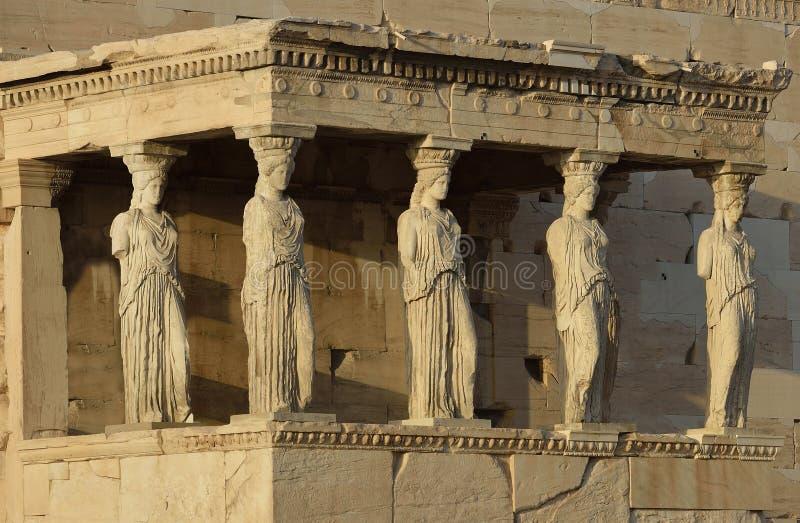 女象柱Erechteion,上城的帕台农神庙在雅典 免版税库存图片
