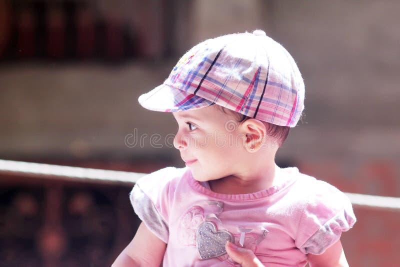 Download 女婴微笑 库存照片. 图片 包括有 无罪, 投反对票, 眼睛, 无辜, 埃及, 纯度, 阿拉伯人, 夏天 - 59105506