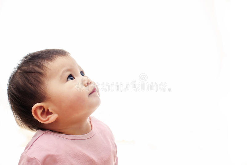 女婴查寻与桃红色衣裳,不看照相机 免版税库存图片