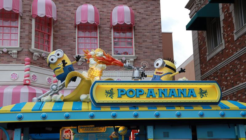 奴才雕象在玉米花商店的上面的日本环球影城的 免版税图库摄影