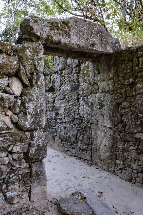 奴隶建造的石农厂房子老废墟在18世纪 库存照片