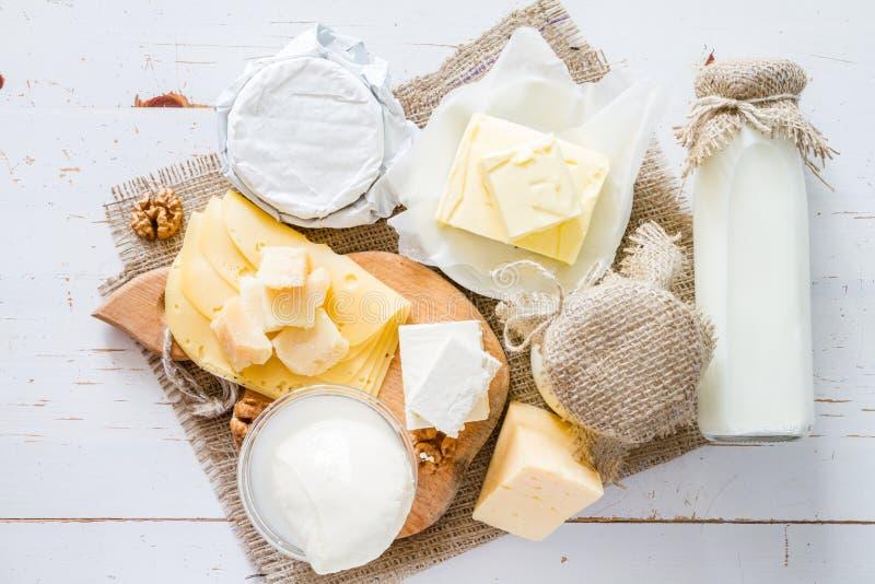 奶和奶制品的选择 免版税库存照片