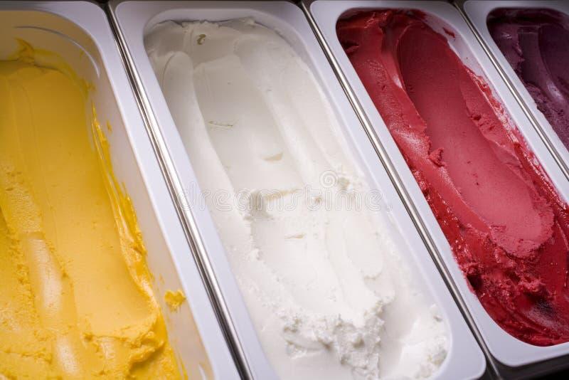 奶油色冰木盆 库存照片