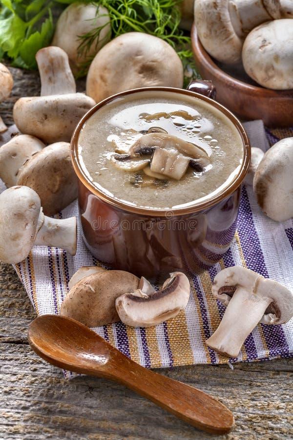 奶油色汤用蘑菇 免版税库存照片