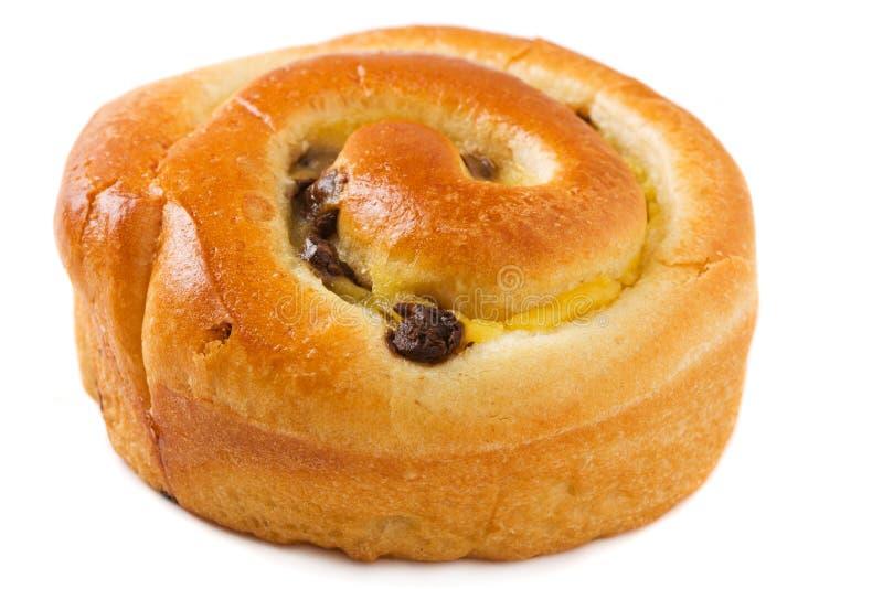 奶油蛋卷小圆面包在白色的筹码巧克力 免版税图库摄影