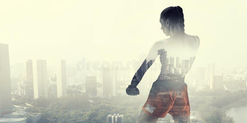她为成功战斗 混合画法 免版税图库摄影