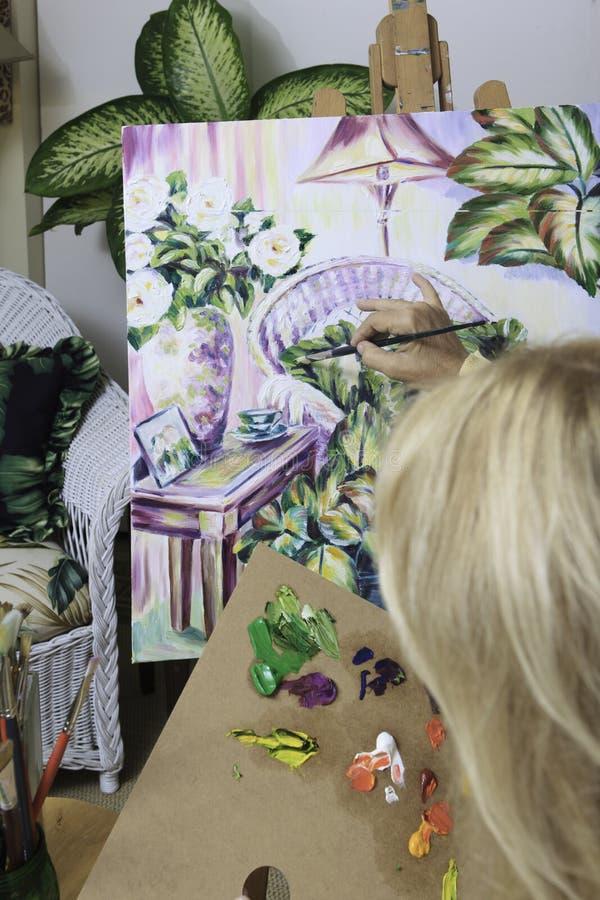 她五十年代绘的艺术家 免版税图库摄影