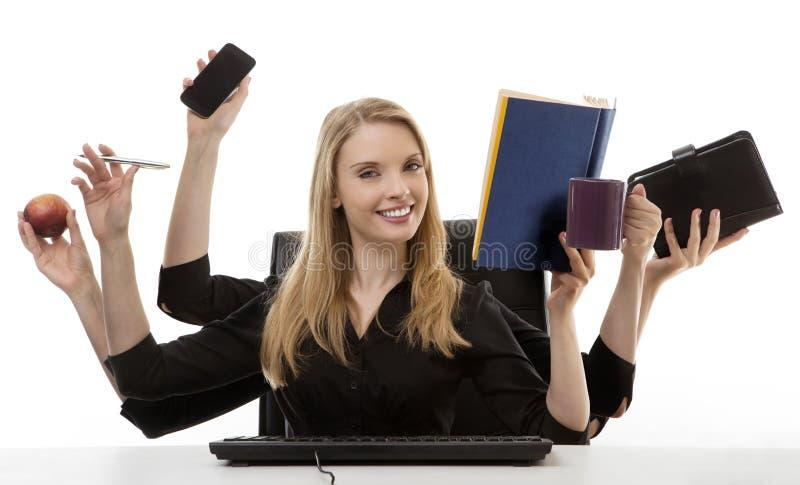 她的书桌的繁忙的妇女 免版税库存图片