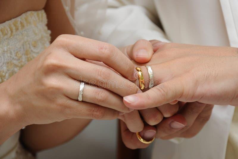 她的环形婚礼 库存图片