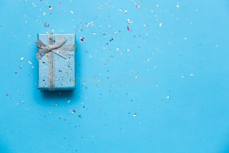 她的礼物在情人节-假日称呼了礼物概念 库存图片