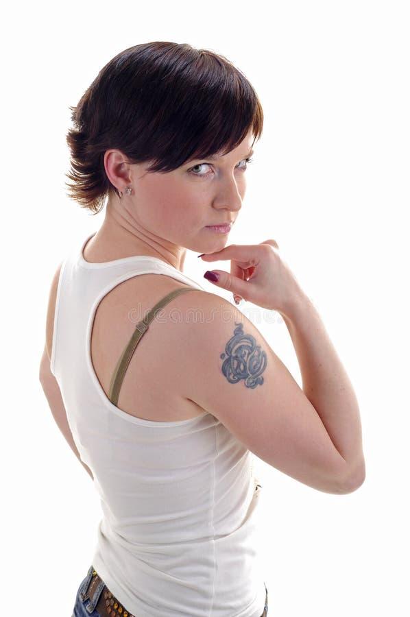 她的肩膀纹身花刺妇女 免版税库存图片