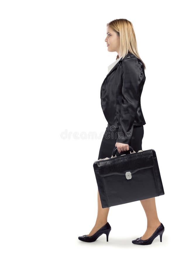 她的路的年轻白肤金发的女商人向成功 免版税库存照片