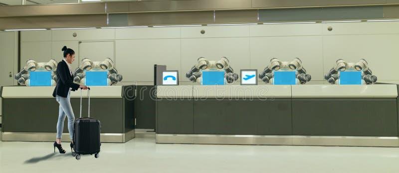 好客产业的4聪明的旅馆 总是0个概念、接待员机器人机器人助理旅馆大厅的或机场w 免版税库存照片