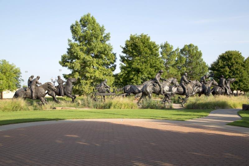 好小组铜雕塑在百年土地跑纪念碑 免版税库存图片