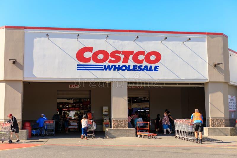 好市多批发店面 好市多Wholesale Corporation是最大的会员资格仓库俱乐部在美国 库存图片