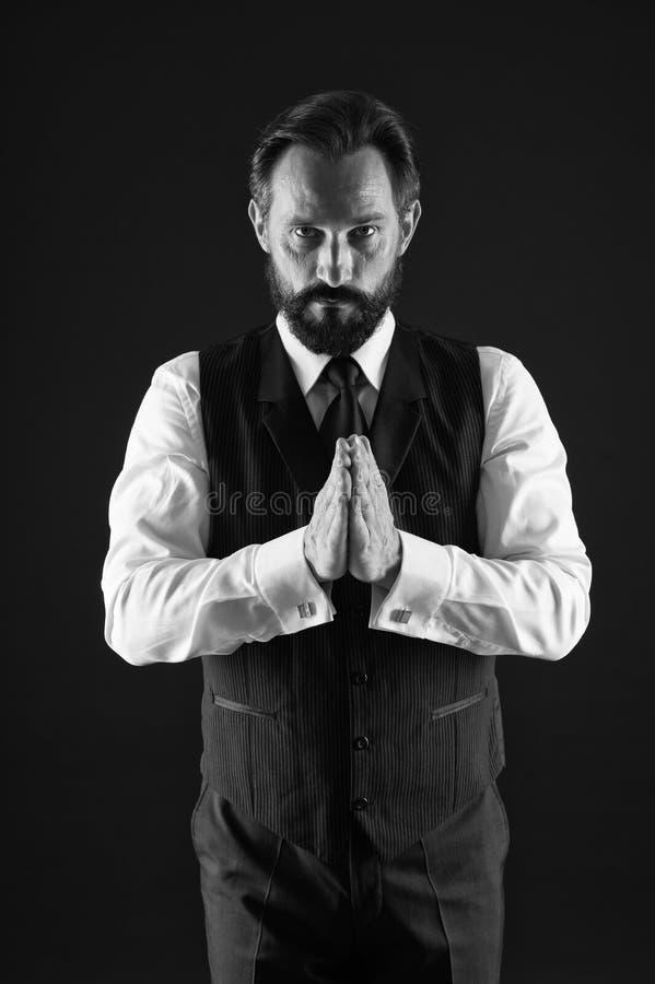 好照料您的剪影 如何为您的年龄穿戴 o 优等的样式 人有胡子的人 免版税库存照片
