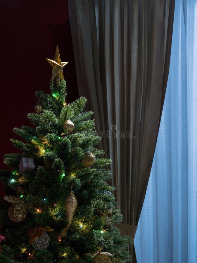 好的装饰的圣诞树的片段 免版税图库摄影