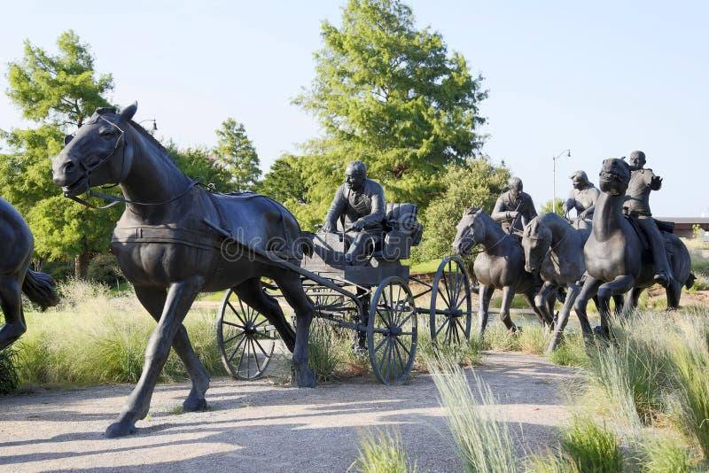 好的铜雕塑在百年土地跑纪念碑 免版税库存图片