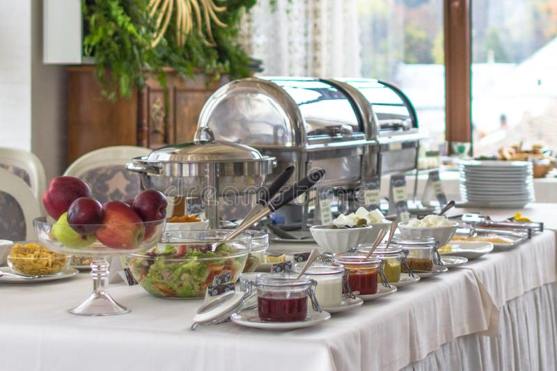 好自助餐早餐在所有的旅馆包含系统 免版税库存照片