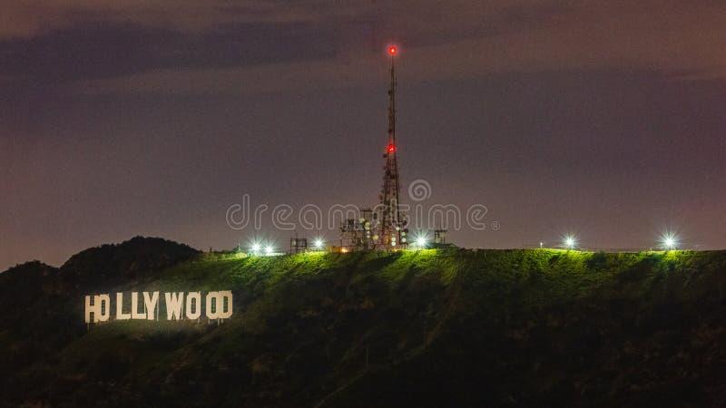 好莱坞标志在晚上 免版税库存图片