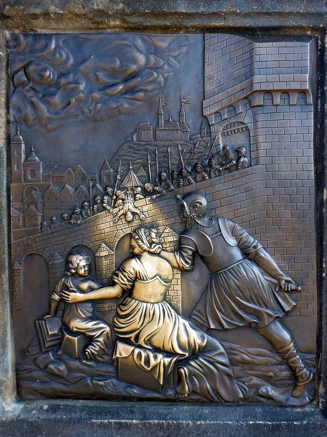 好运青铜色的牌,查理大桥,布拉格 免版税库存照片