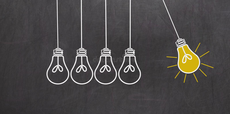 好主意 与电灯泡的创造性概念在黑板 皇族释放例证