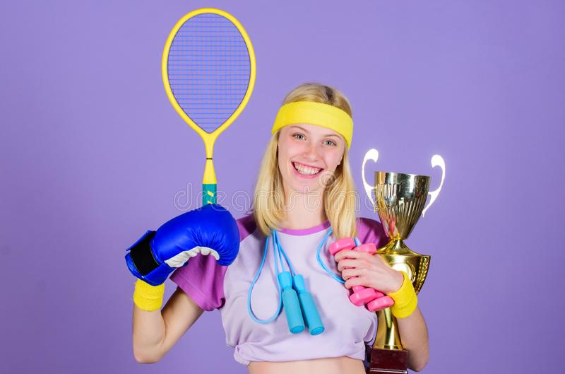 如何发现一切的时刻 体育冠军 健身冠军 冠军概念 女孩成功的现代妇女举行 免版税库存图片