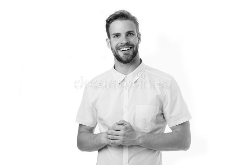 如何可能帮助i您 供以人员确信地摆在有被折叠的胳膊白色背景的微笑的面孔 有高兴的刺毛的人帮助 免版税库存照片