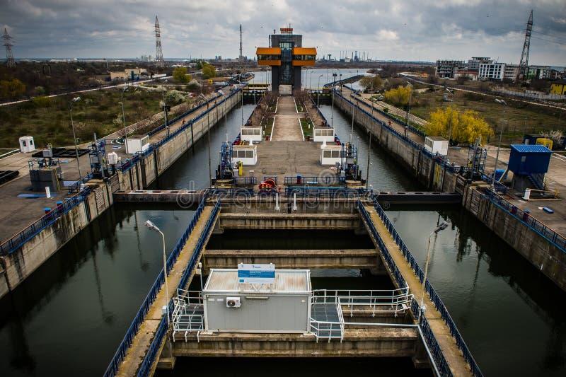 如在讷沃达里,在黑海附近的罗马尼亚中看到的水闸 免版税图库摄影