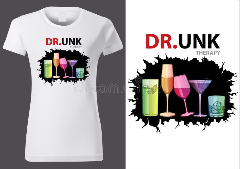 妇女与五颜六色的饮料玻璃的T恤杉设计 皇族释放例证