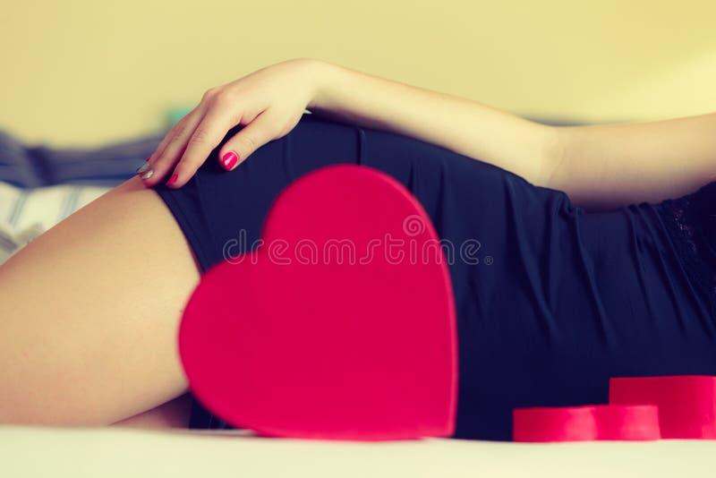 妇女与心脏的零件身体 库存图片