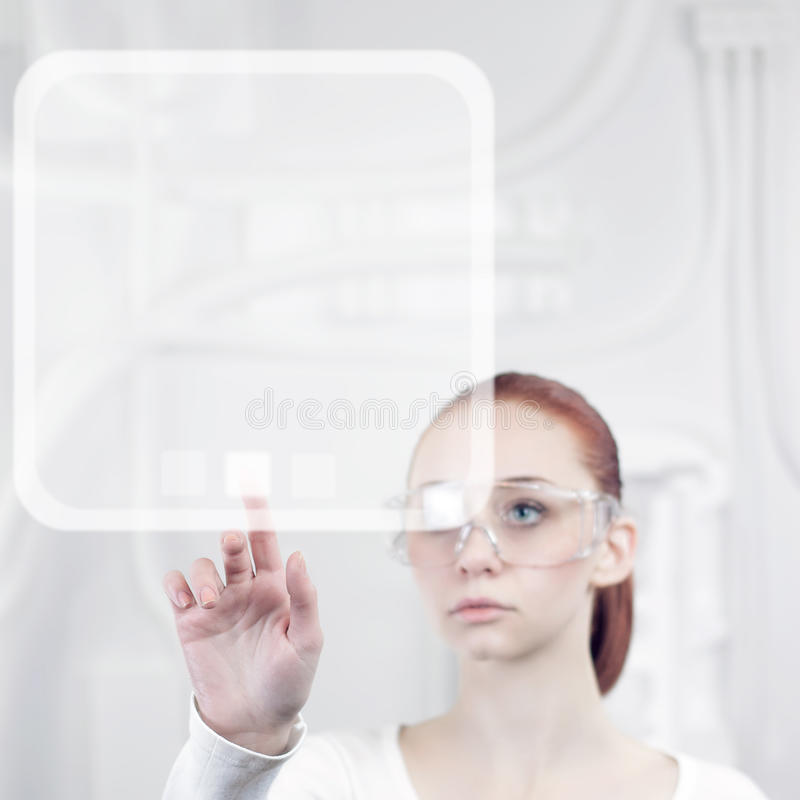 妇女与未来派接口一起使用 免版税库存照片