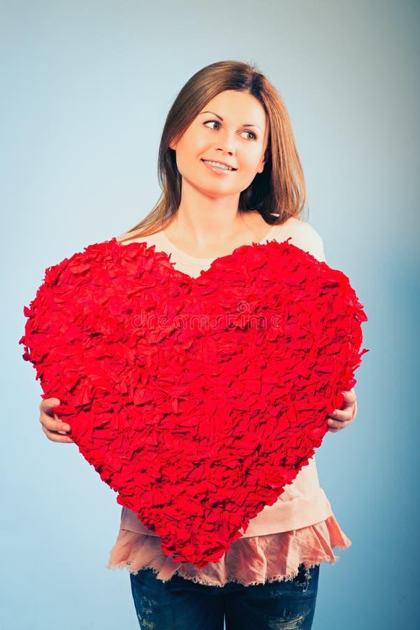 妇女举行情人节标志 库存照片