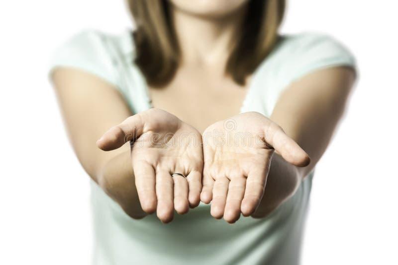 妇女伸她空的手 图库摄影