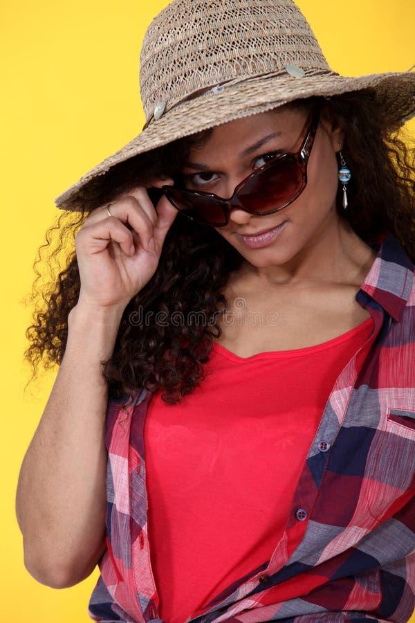 妇女佩带的太阳镜 免版税库存图片