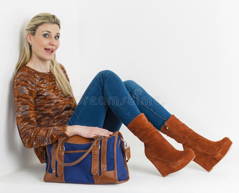 妇女佩带的平台鞋子 免版税库存图片
