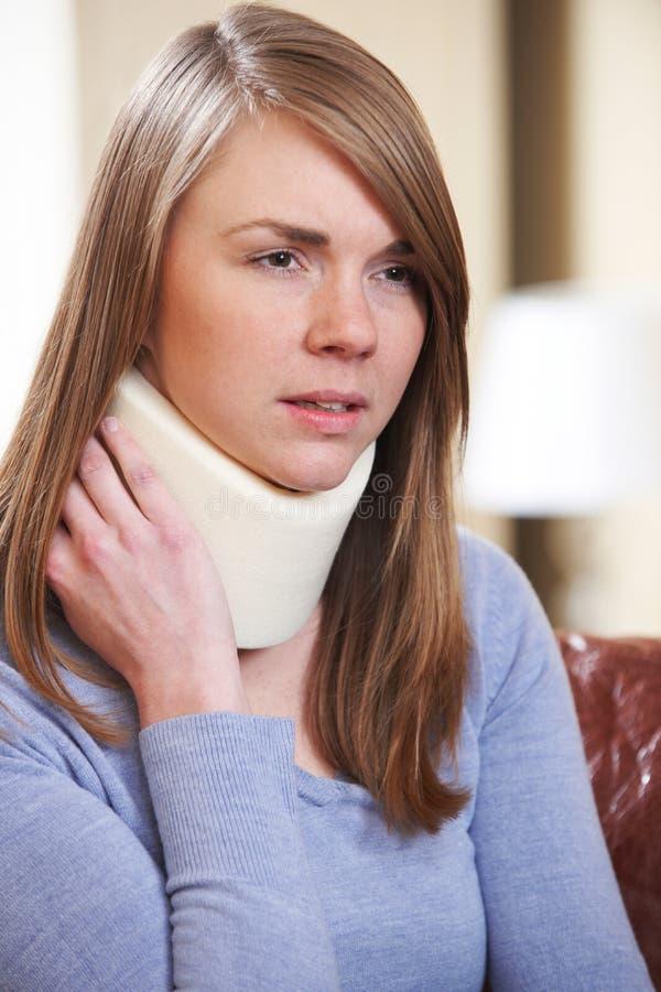 妇女佩带的护颈垫 免版税库存照片