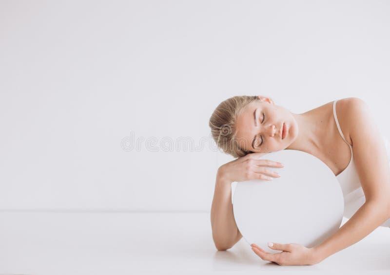 妇女健康安静球形圈子题字 免版税图库摄影
