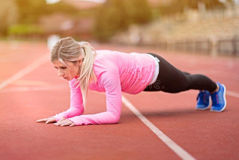 妇女健身 免版税库存图片