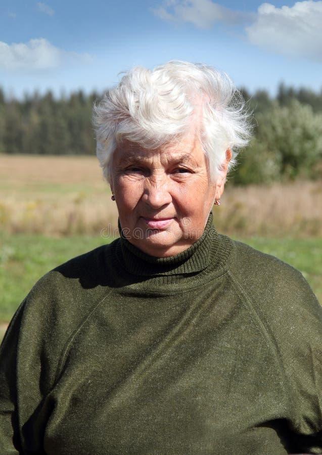 妇女农艺师的纵向 免版税库存照片