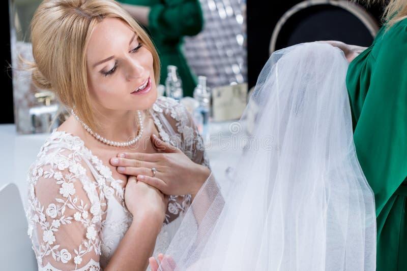 妇女准备好婚姻 库存图片