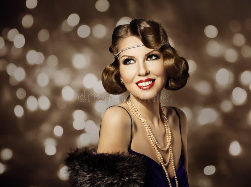 妇女减速火箭的发型画象、典雅的夫人Make Up和卷发样式 免版税图库摄影