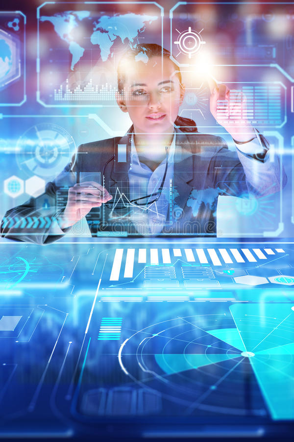 妇女分析家与大数据一起使用 库存例证