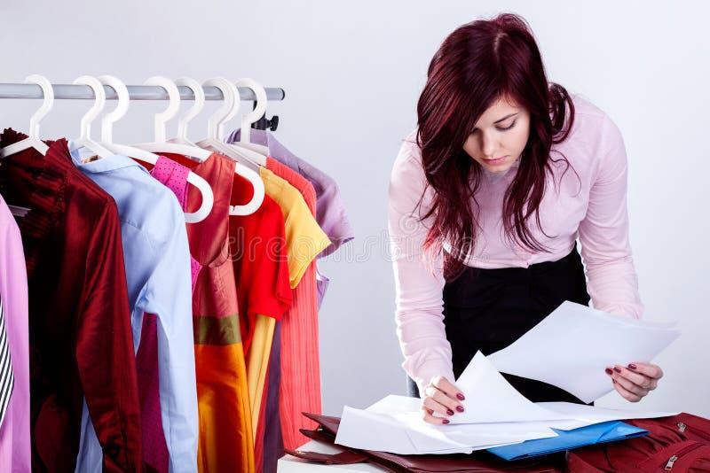 妇女包装文件 免版税图库摄影