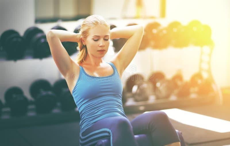 妇女向体育求助在健身房 免版税图库摄影