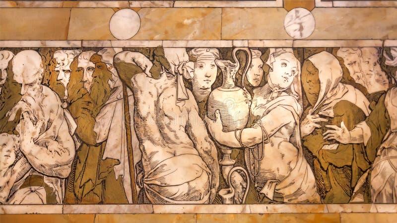 妇女和人的身体人群的在14世纪Cattedrale圣玛丽亚del菲奥雷,佛罗伦萨大理石拼花地板上  库存照片