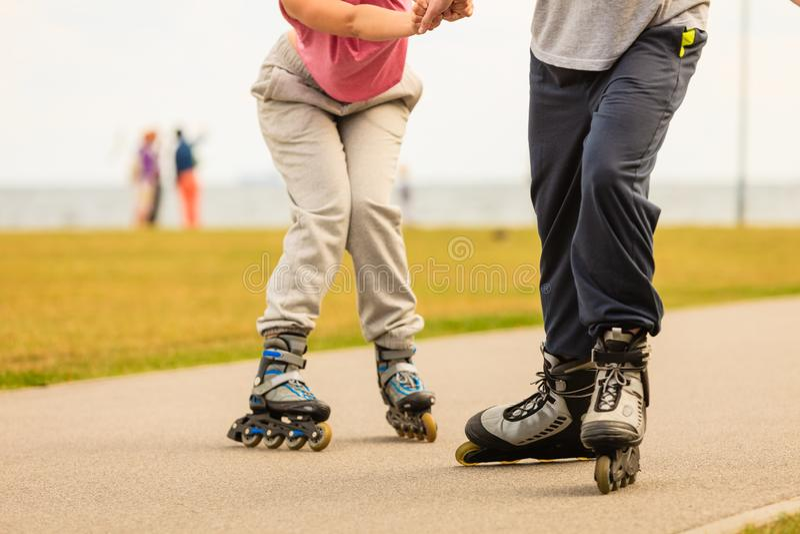 妇女和人,rollerblading的锻炼,没有面孔 免版税库存图片